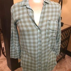 Quarter length sleeve checkered Top